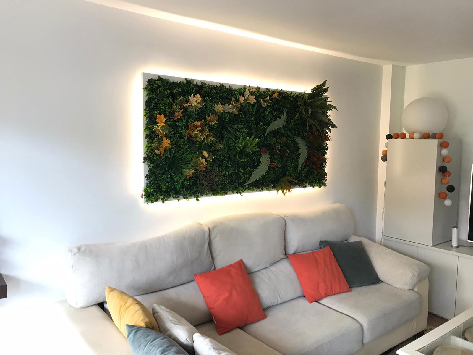 jardin vertical iluminado en las rozas